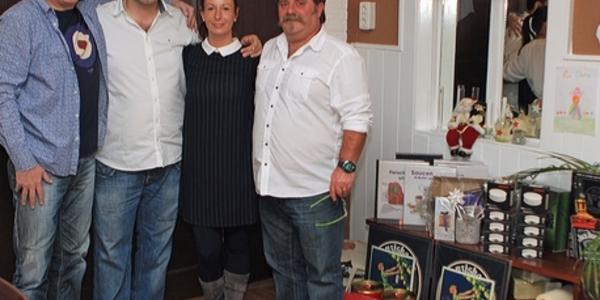 Ein erfolgreiches Sparjahr feierten (v.l.) Detlef Bolduan, Theo Penlidis, Dana Penlidis und  Mario Montleone gemeinsam