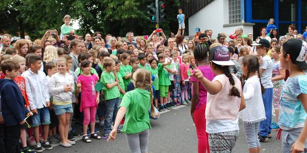 Die Ranzeler Hauptstraße wurde gesperrt, damit der 90. Geburtstag ausgiebig und ohne Gefahr gefeiert werden konnte