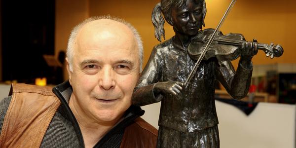 Gehört zum Inventar der Kunstmesse - Vito Ronzane gebürtig aus Forenza