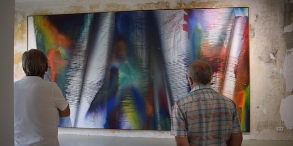 Katharina Grosse schaffte diese Leinwand, die an die sechs Meter breit ist