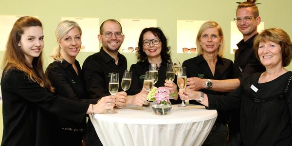 Pia Lange, Annett und Bernd Knippscher, Bettina Bruckmann, Andrea Oran, Boris Stolle und Ingrid Becker (von links nach rechts) - das Team von Knippscher & Bruckmann