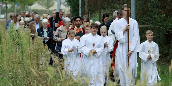 Die Prozession auf dem Weg zu den Bilderstöcken