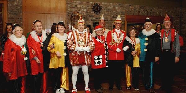Margret Geus, Pf. Heribert Krieger, Barbara Bläser, Prinz Matthias I., Gisela Forst, Heinz Röhrig, Erika Esch, Helmut und Theo Fritzen (von links nach rechts)