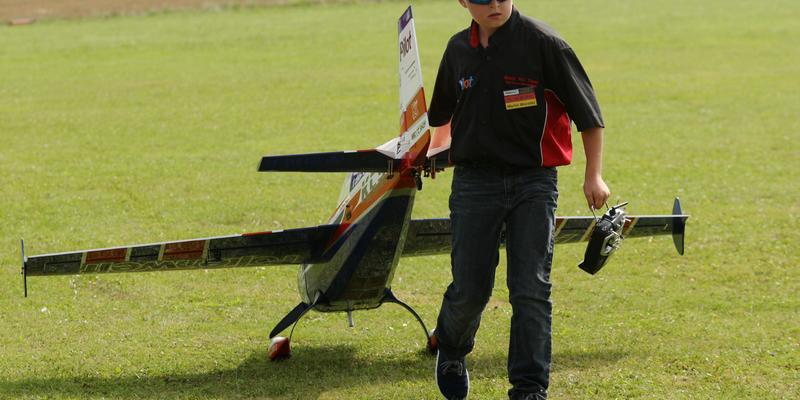 Mit seinen 10 Jahren zählt Martin Münster aus Rosendahl-Holtwick schon zu den Routiniers des Modellflugs