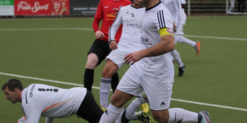 Jubel bei Kapitän Ümit Keskin nach seinem dritten Treffer zum 4:0