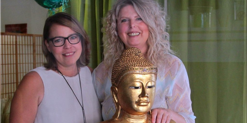 Ina May (re.) und Judith Walterscheid freuen sich, alte und neue Kunden in ihren Geschäftsräumen begrüßen zu dürfen