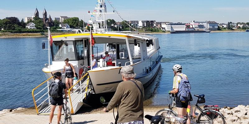 Die RheinSchwan bringt Fußgänger und Radfahrer sicher und schnell von Lülsdorf nach Wesseling