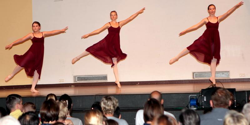 Die Ballettgruppe mit einer Walzer Etüde