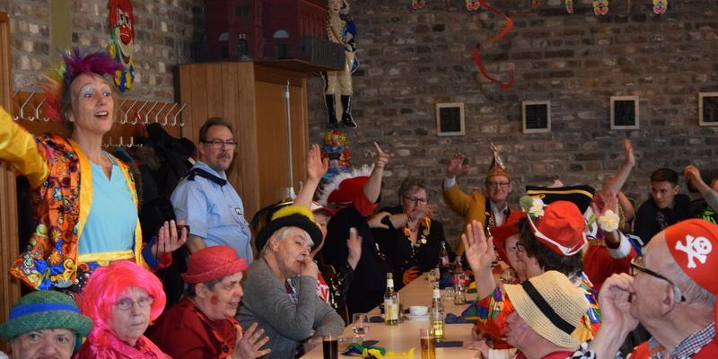 Alaaf für das Rheidter Dreigestirn. Die Bewohner des Haus Hildegard und des Haus am Deich hatten viel Spaß bei ihrer diesjährigen Karnevalsparty