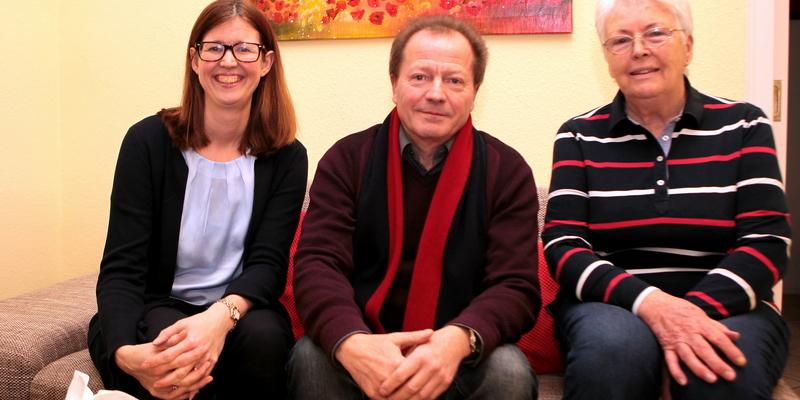 Helene Gras-Nicknig, Tilo Herde und Hannelore Mertens (v.l.) im neuen Hospiztreff in Porz