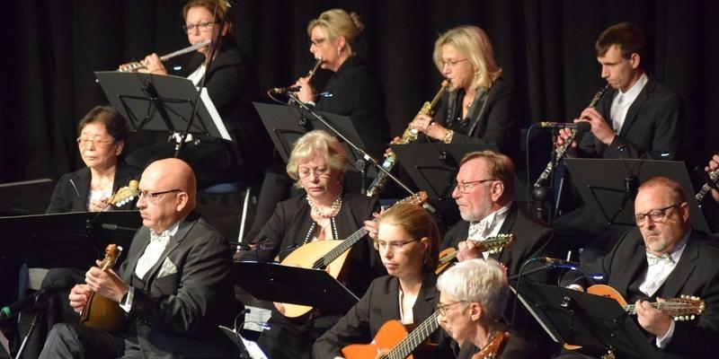 Das Mandolinen-Orchester gibt jeden Advent ein Konzert. Bereits das dritte Mal sind sie im Beueler Brückenforum