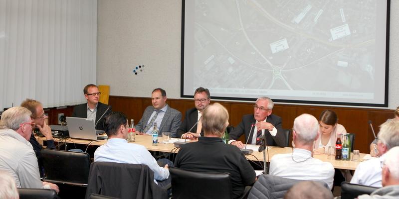 Christoph Groneck, Christoph Lütz, Dr. Arndt Lagemann und Helmut Esch stellten sich den Fragen der Bürger