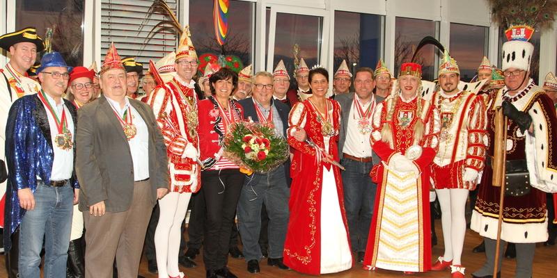 Gruppenbild des närrischen Nord-Süd-Gipfeltreffens bei MOBAU Klein in Ranzel