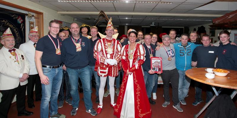 Die Mitglieder der FF Ranzel bereiteten dem Prinzenpaar einen standesgemäßen Empfang im Gerätehaus