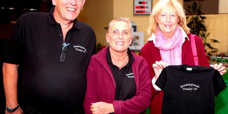 Vizebürgermeisterin Hildegard Seemayer ließ sich von Monika und Norbert Wallbruch durch die Ausstellung führen