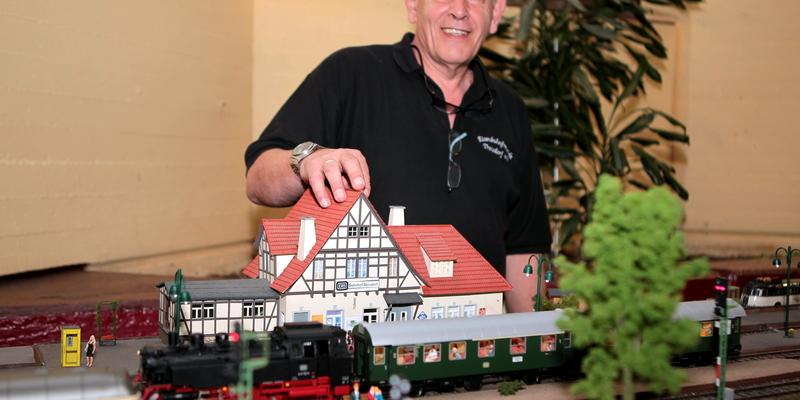 Der 1. Vorsitzende des EBTF, Norbert Wallbruch, sucht weitere Modelleisenbahnfreunde