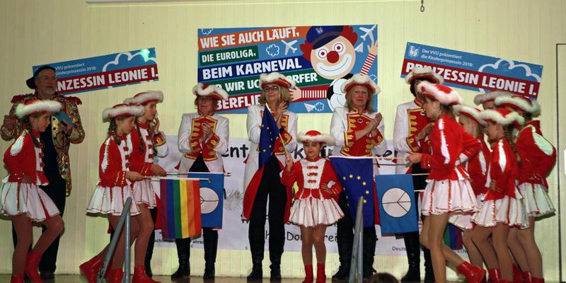 """Viel Applaus gab es für die Auftritte der Fünkchen und der Mädels der """"Kayjass Schull"""""""