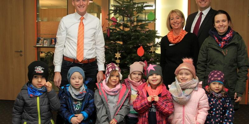 Torsten Bächler (li.) und sein Team freuten sich über den Besuch der Kinder