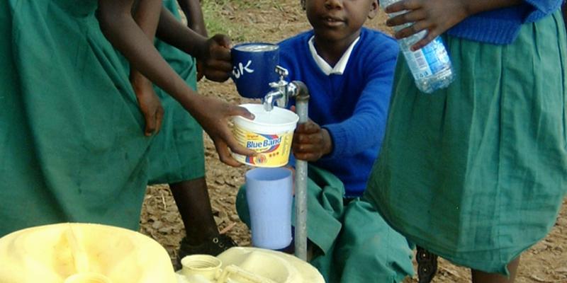 Besonders für die Kinder ist die Entnahme von Wasser aus der Leitung was Besonderes