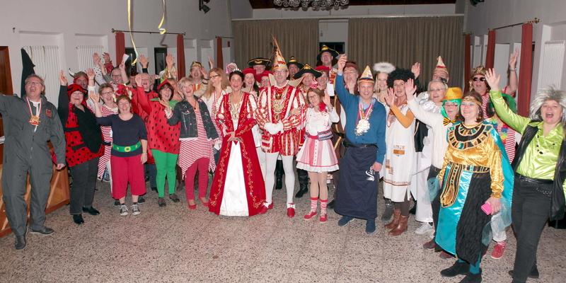 Begeistert empfangen wurde das Ranzeler Prinzenpaar mit seinem Gefolge von den Chormitgliedern
