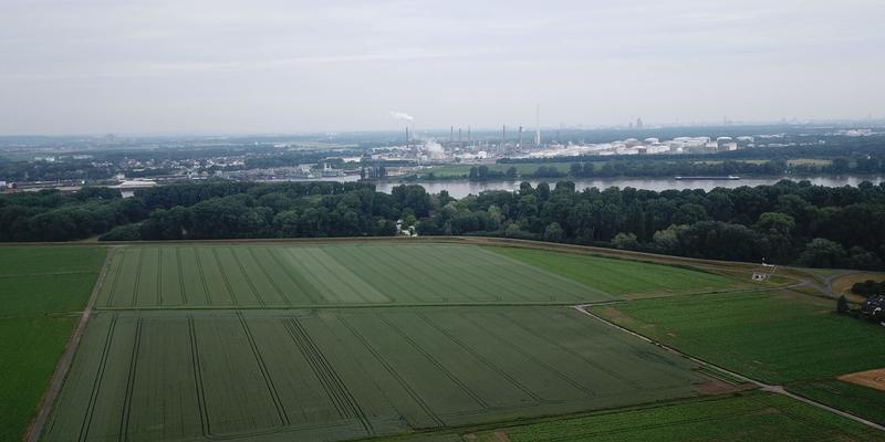 Eine Untertunnelung des Rückhaltebeckens zwischen Lülsdorf und Langel wäre im Sinne aller Fraktionen. Hierbei erhofft man sich eine Minimierung von Lärm und optischen Belästigungen sowie eine höhere Akzeptanz bei den Bürgern