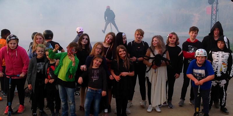 Schaurige Gestalten kamen zur Halloween Disco in den Jugendclub Widdig