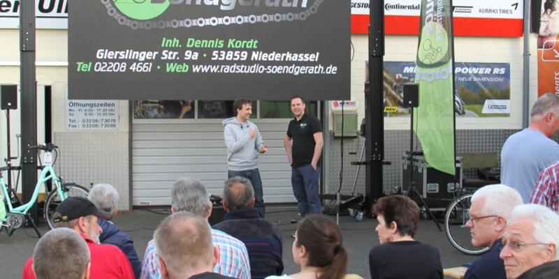 Dennis Kordt (re.) stellte Maximilian Semsch den Besuchern vor
