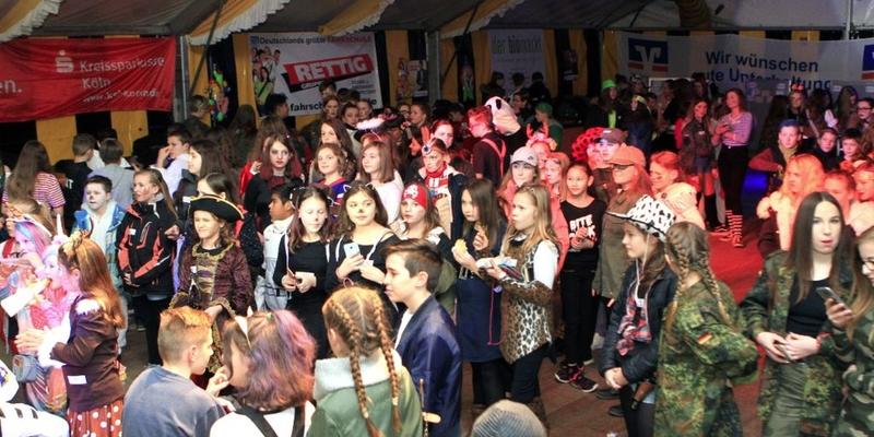 Über 300 Kids kamen zur Monkey Beat Party