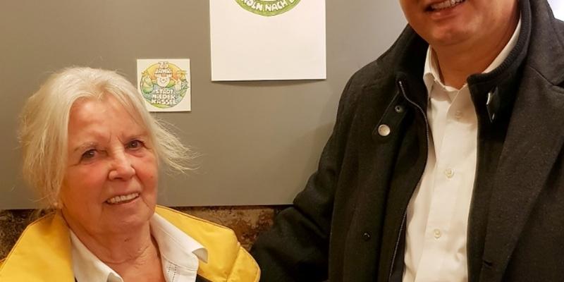 Karin Balzer führte BM S. Vehreschild durch die Ausstellung